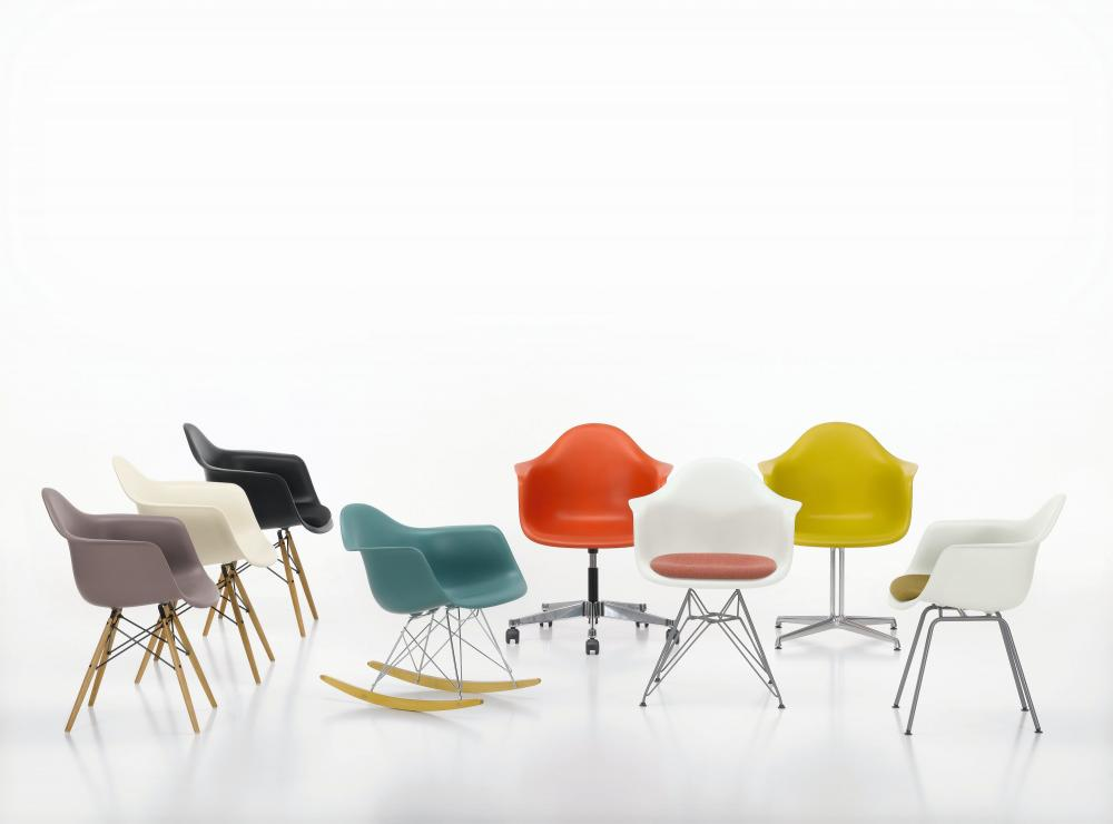 Charles Eames Stoel : Eames plastic chair moments furniture